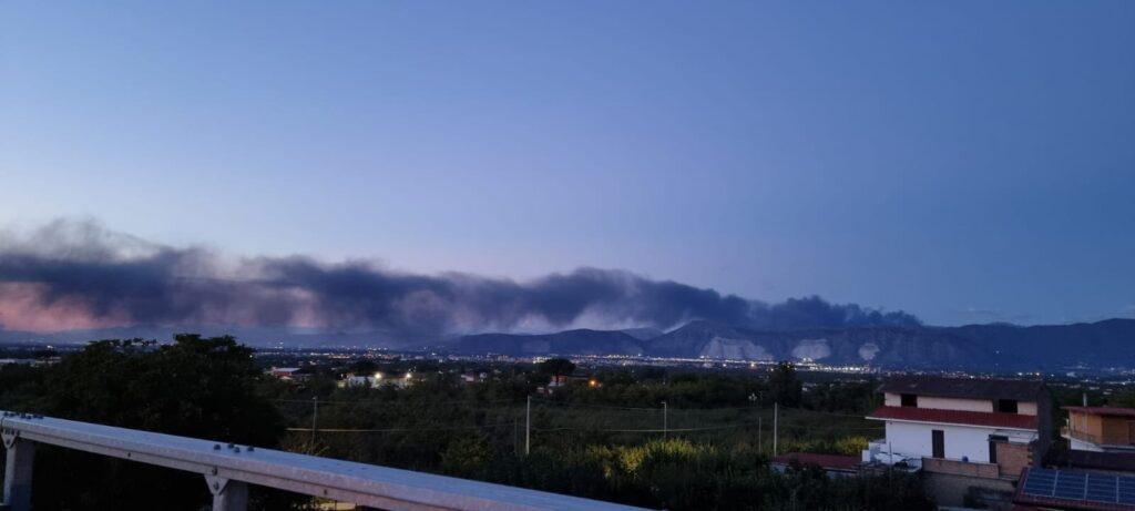 INCENDIO di AIROLA (BN). Nube tossica fino alle porte di Napoli